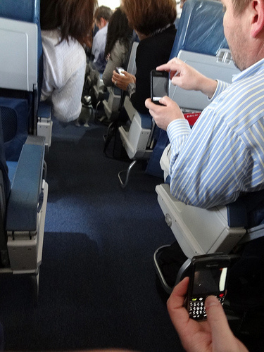 Read This Before Turning On Your Phone Inside the Plane - Image 1